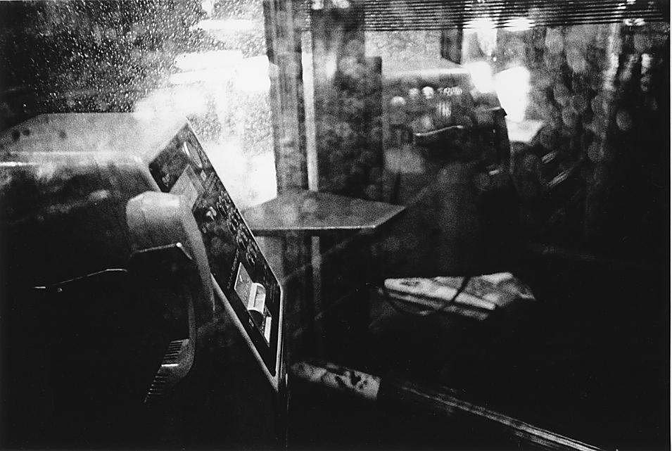 雨の夜の公衆電話